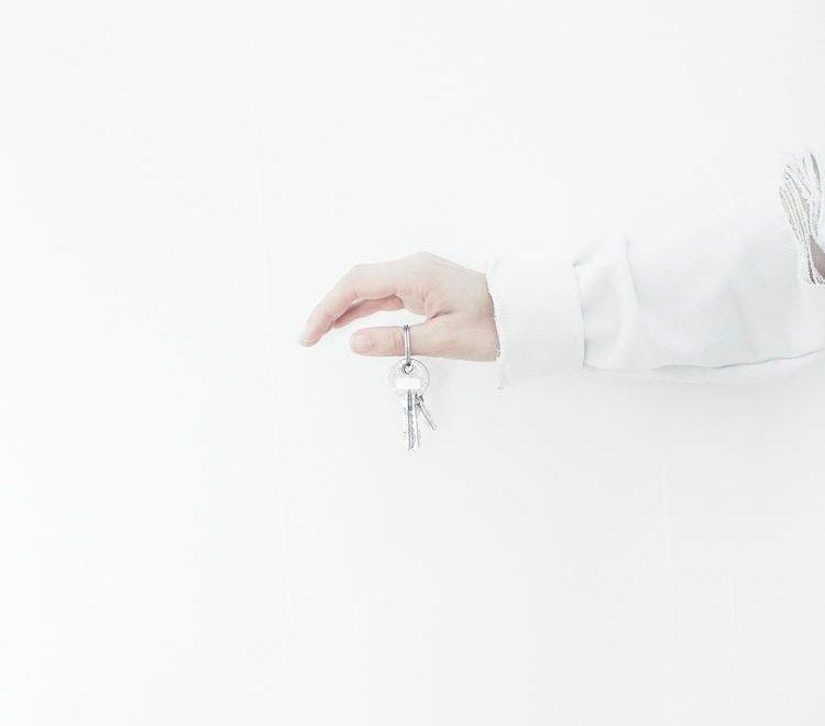 Nøkler til ny bolig i hånden